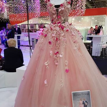 Braut- und Abendmode Boev in Offenburg, Fashion Fair, rosa Brautkleid